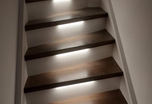 Dřevostavby Vysočina osvětlené schodiště
