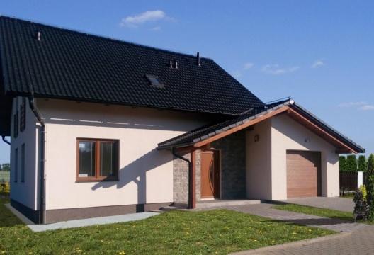 foto dřevostavby reference Žďár nad Sázavou, moderní domek s garáží na Vysočině