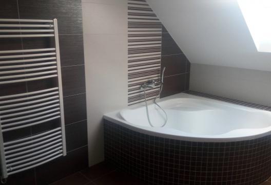 koupelna dřevostavby z Vysočiny - ENTONI montovaný dům podkrovní JIHLAVA