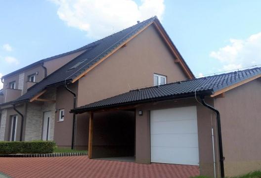 Dřevostavba od ENTONI - dvojdomek se samostatnou garáží na klíč